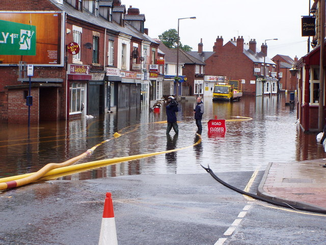 Flood control with suction hoses on a British high street